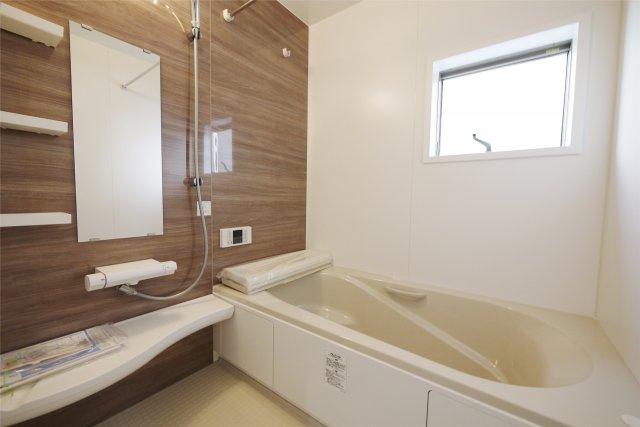 -同社施工例- 1坪を超える浴室で1日の疲れをゆったりと癒してください。