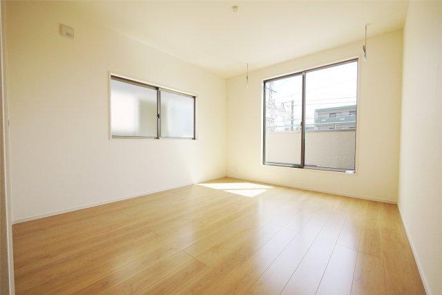 -同社施工例- 各居室2面採光なのでお部屋も明るい空間になります。