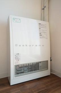 経済的ですぐにお部屋が暖まる都市ガス仕様の暖房です。