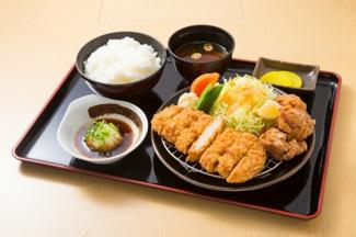食事付プランご希望の方は1階のカフェダイニングにてお食事のご用意があります。
