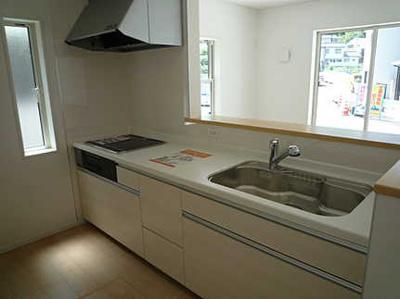 床下収納もある使いやすいキッチンです