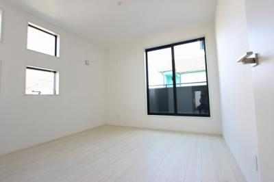 明るい洋室です:建物完成しました♪♪毎週末オープンハウス開催♪三郷新築ナビで検索♪
