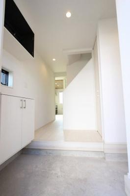 シンプルで使いやすい玄関です:建物完成しました♪♪毎週末オープンハウス開催♪三郷新築ナビで検索♪