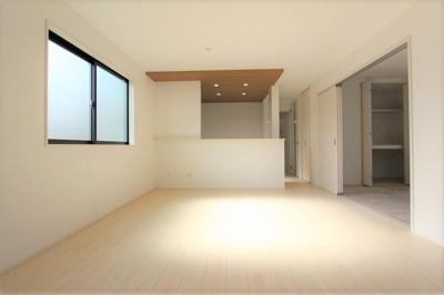 ゆったり過ごせる居間です:建物完成しました♪♪毎週末オープンハウス開催♪三郷新築ナビで検索♪