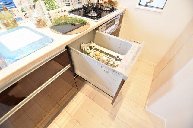 お食事後の皿洗いもラクラク!便利な食洗機付き!