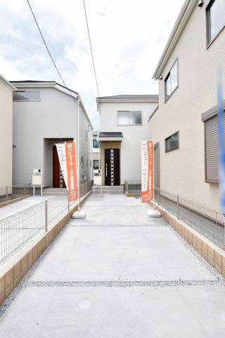 ・駅徒歩10分 ・LDK15帖にカウンターキッチン ・2階の洋室は各居室2面採光 ・全居室収納あり ・ウォークインクローゼット2ヶ所 ・駐車2台可能