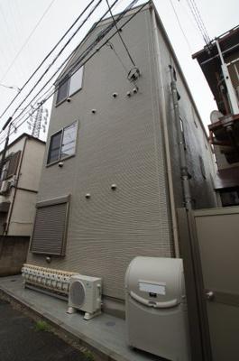 京浜東北線「雑色」駅より徒歩7分の築浅アパートです