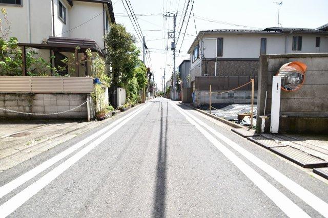 交通量少なめの前面道路は小さなお子様にも安心の立地です。