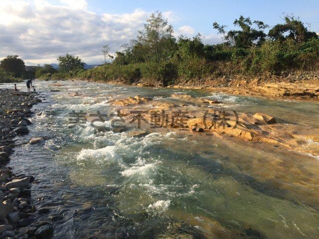 浅川の水の流れに癒されながら、河川敷をランニング、サイクリング、ウォーキング。 運動不足の解消にもなります。