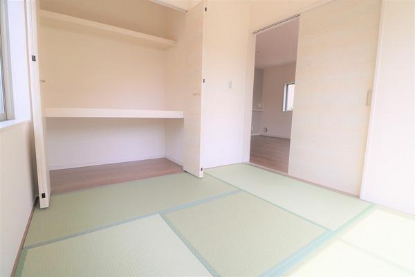 【納戸】 1階4.5畳の和室。来客時にもお使いいただけます♪