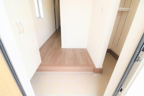 【玄関】 広々とした収納豊富な玄関です♪