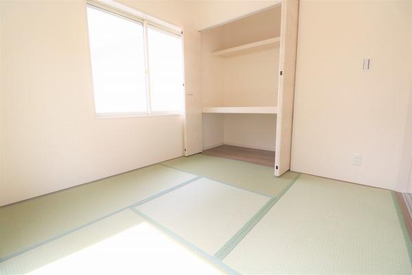 【和室】 1階4.5畳の和室。来客時にもお使いいただけます♪