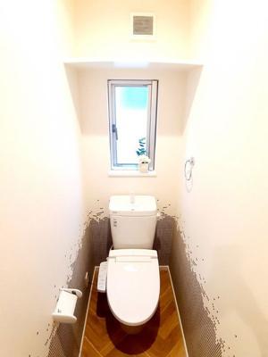 【11号地モデルハウス】 洗浄機能付きのトイレは、汚れにくく簡単なお手入れで、新品のようなツルツルが100年続きます!
