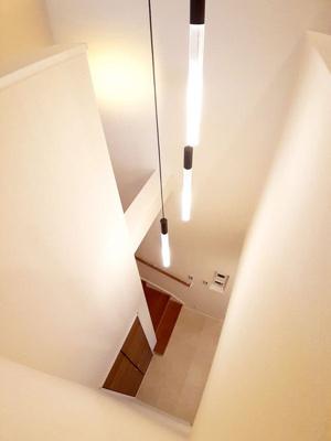 【11号地モデルハウス】 階段は吹き抜けになっており、とっても開放感があります☆