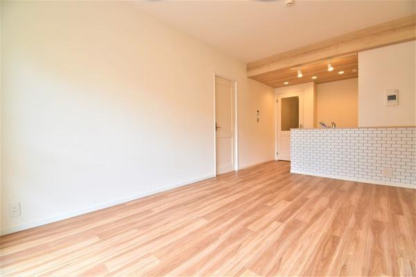自慢したくなるお洒落なリビング。 家具の配置も困りませんね。