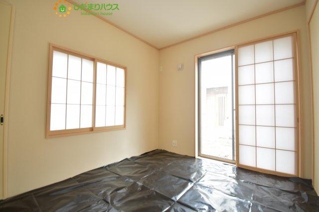 リビングと隣り合わせにある和室は合わせて21帖。扉を閉めれば、来客用の部屋として使えます。