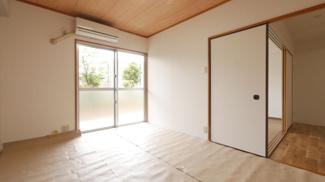 専用庭に出入りできる6.0帖の和室・畳表替え