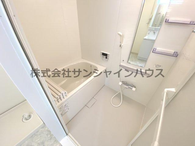 ゆっくりと寛げそうな浴槽です。