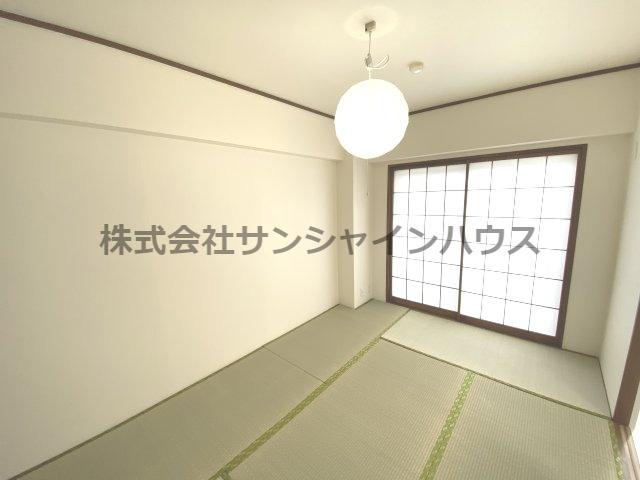 和室は6帖ありバルコニーに面しているので明るいです。