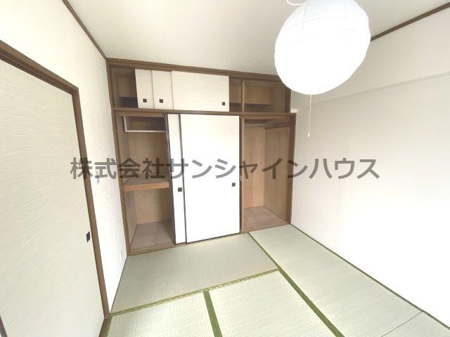 和室にある収納は天袋付きなので収納力たっぷりです。
