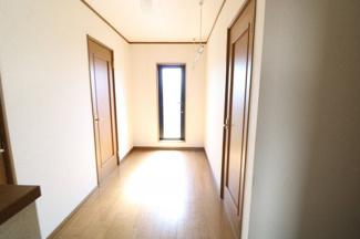 2Fホール。廊下からバルコニーに出られるので洗濯物も干しやすいです。