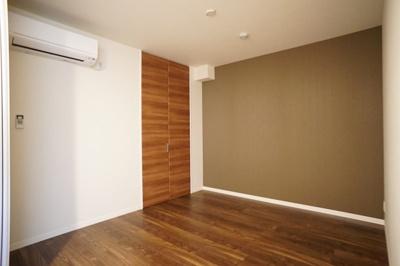 寝室にもエアコンを完備♪
