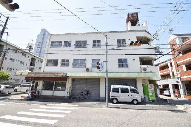 尼崎市阪神マンションの外観。