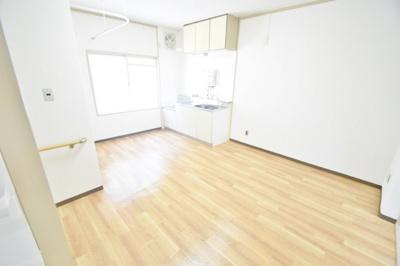 【居間・リビング】岡サンハイツ2号棟