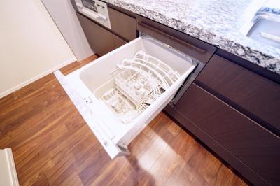 食器洗浄機付で便利です。