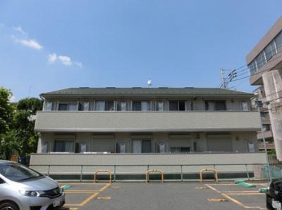 東急東横線「綱島」駅より徒歩1分の好立地!商店街を抜けた先にある、便利な立地の2階建てアパートです♪
