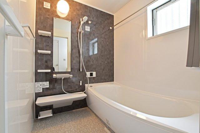 1坪を超える浴室で1日の疲れをしっかりと癒してください。