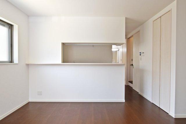 キッチンの様子はリビングから良く見える設計。ご家族間のコミュニケーションがしっかり取れそうです。