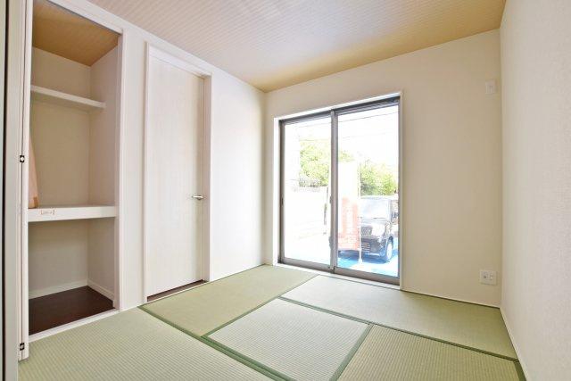 隣接する和室は収納有の玄関直通。動線に富んだ多目的スペースに仕上がりました。
