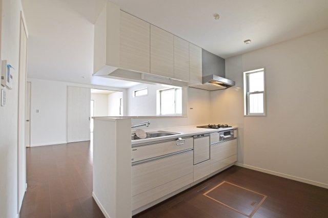キッチンにも十分なスペースを設けています。