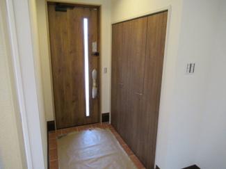 玄関・シューズクローゼット(室内側から撮影)