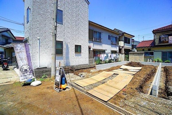 現在古家を解体中!前面道路も広く、お車の駐車もしやすいです! 是非、現地にてご覧ください。
