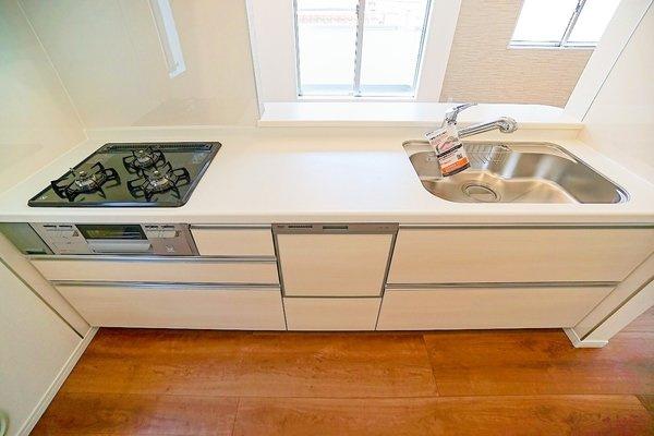 キッチンです! 設備、収納充実のキッチンです。