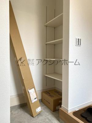 1F階段横の収納スペース