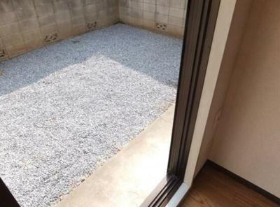 【庭】アパート松毯