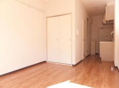 【居間・リビング】アパート松毯