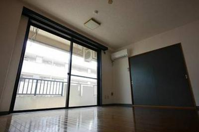【居間・リビング】アパートメントバラヤマ