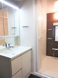 ユニットバス、洗面化粧台新規交換♪浴室換気乾燥暖房機付き。
