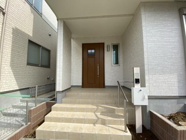 建物の向きは南向き(南道路)でとても明るいLDKと居室になっています。