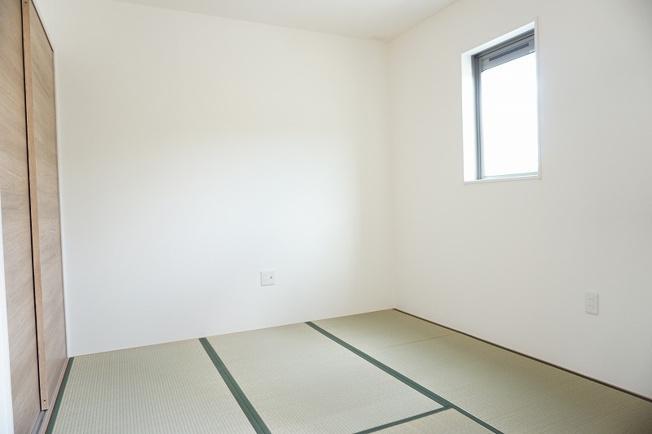 施工例。1階和室です。プラス不動産販売なら、なぜか諸費用に差がでます。詳細は備考欄をご覧ください。