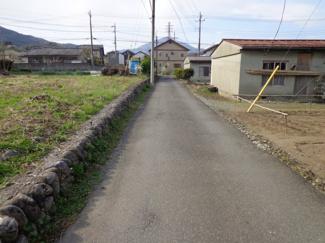 西側前面道路含む現地写真です