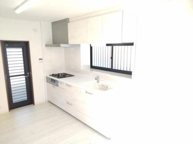 1階LDKのキッチンスペースです♪
