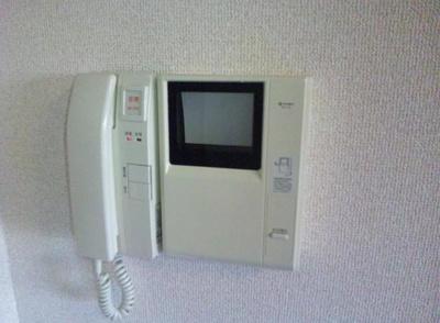 モニター付インターホン完備。