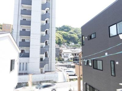 牛田の山並みや緑も見えて、とても広島駅より車で7分の立地とは思えません!!