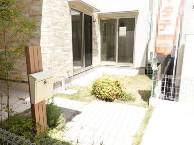 前面棟との間隔を確保する上でも貴重なお庭です!