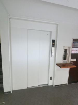 エレベーター付きのマンションです。 ベビーカーやお買い物の後も楽々です。